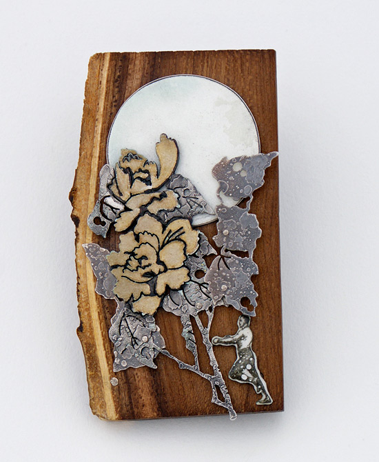 01_chrys_brooch_front